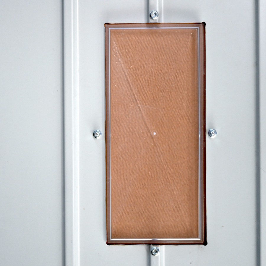 hublot pour porte basculante en t le axone spadone. Black Bedroom Furniture Sets. Home Design Ideas