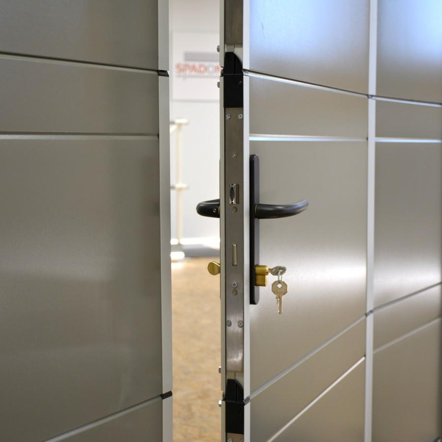 Porte de garage sectionnelle portillon for Porte de garage sectio tech