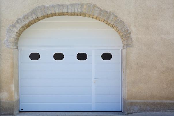 Fabricant De Porte De Garage Basculante Motorisée AxoneSpadone - Porte de garage sectionnelle avec chatière porte pvc
