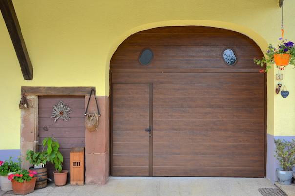 Porte faux bois faux bois porte palire footer cuisine for Reparer une porte de garage basculante